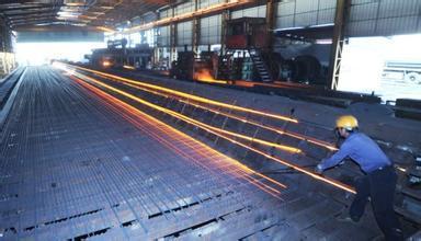 对钢铁企业存在安全生产标准化未达到三级及以上等级,吊运钢水铁水与